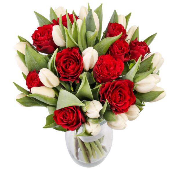 valged tulbid roosidega